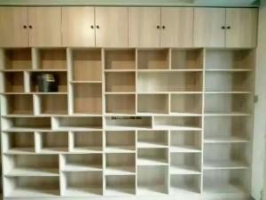 【免漆板做的大书架,和我们江水平特色砖夹橱柜】